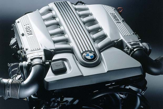 Benzynowy silnik V12 BMW (kliknij) /INTERIA.PL