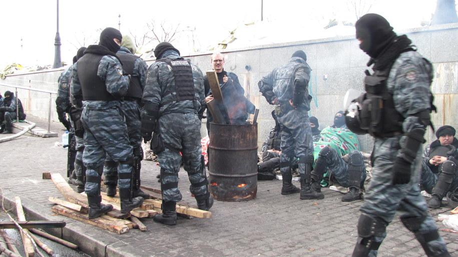 Berkut nie przepuszcza ludzi na Majdan /Przemysław Marzec /RMF FM