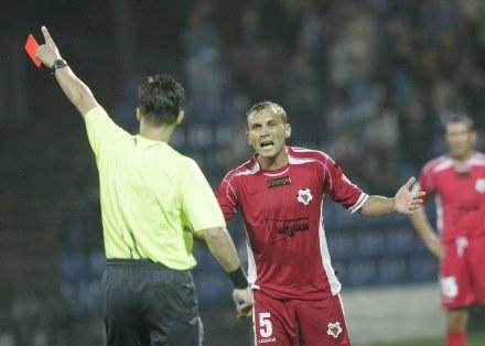 Berliński opuszcza boisko w meczu z Ruchem,FOT.Jerzy Kleszcz /Agencja Przegląd Sportowy