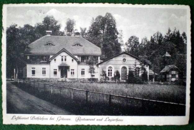 Betlejem pod Krzeszowem. W tej restauracji i budynku mieszkalnym mieścił się w 1940 roku obóz przejściowy (Umsiedlundslager Nr 120) dokąd na początku trafiła rodzina Lesiów. /Fotografie ze zb. autora i sióstr benedyktynek z Krzeszowa /Odkrywca