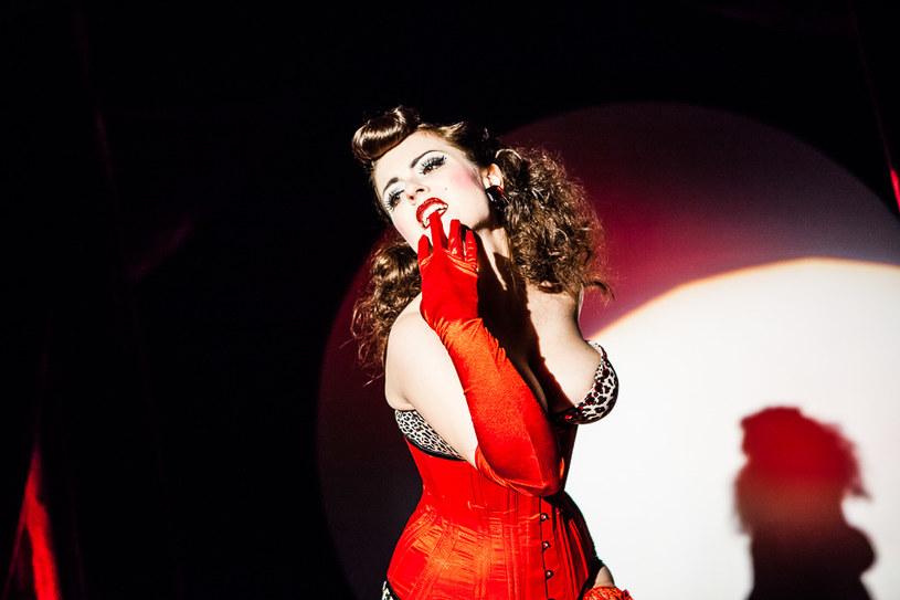 Betty Q - performerka burleski, fot. Adam Burakowski / Off Festival /materiały prasowe