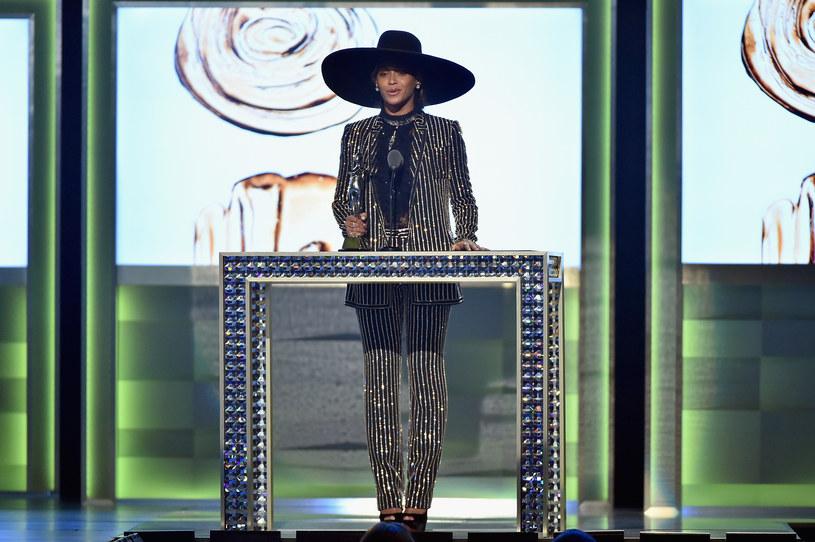 Beyonce wystąpiła w garniturze od Givenchy /Getty Images