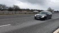 Bez przedniej opony po autostradzie. Policja zatrzymała skrajnie nieodpowiedzialnego kierowcę