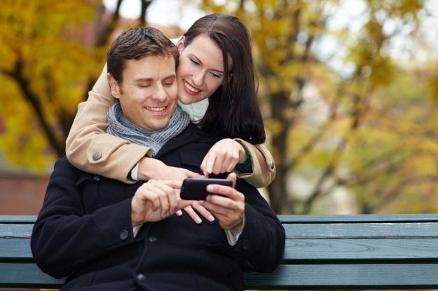 Bez smartfona łatwiej się dogadać z partnerem /123RF/PICSEL