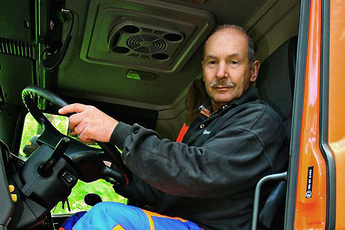 """""""Bez wyprzedzania, w dopuszczalnym czasie mogę nie zdążyć dojechać na miejsce rozładunku czy parking"""" - Andrzej Markuciński, kierowca ciężarówki /Motor"""