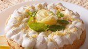 Bezowy torcik z różą