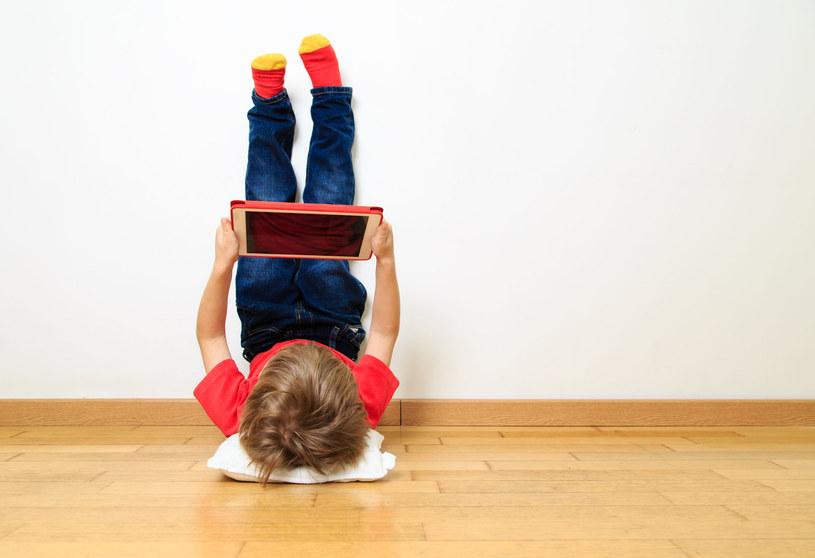 Bezpieczeństwo dzieci w sieci zależy w dużej mierze od rodziców /©123RF/PICSEL
