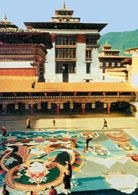 Bhutan, dziedziniec w Tashi-Chho-Dzong /Encyklopedia Internautica