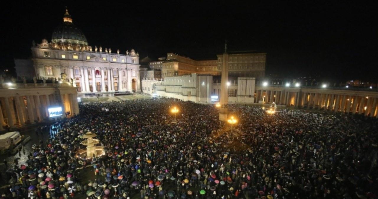 Biały dym nad Sykstyną! Mamy nowego papieża