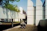 Biblioteka Bauhausu w Berlinie /Encyklopedia Internautica