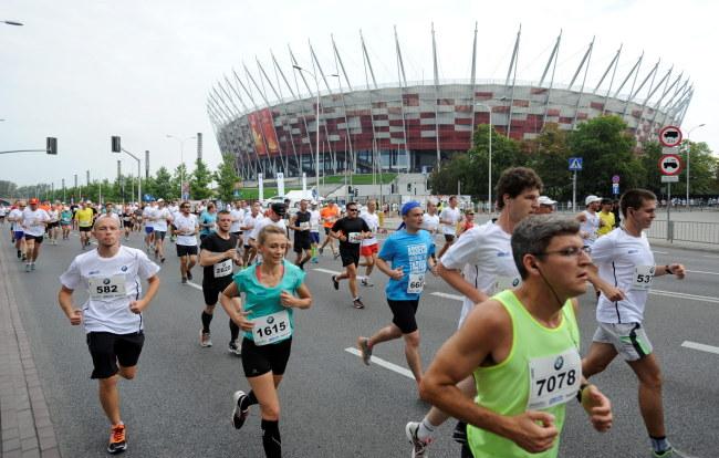 Biegacze na trasie maratonu /PAP/Bartłomiej Zborowski /PAP