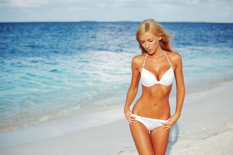 Bikini uwalnia ciało, nie pozwala na retusz. /123RF/PICSEL
