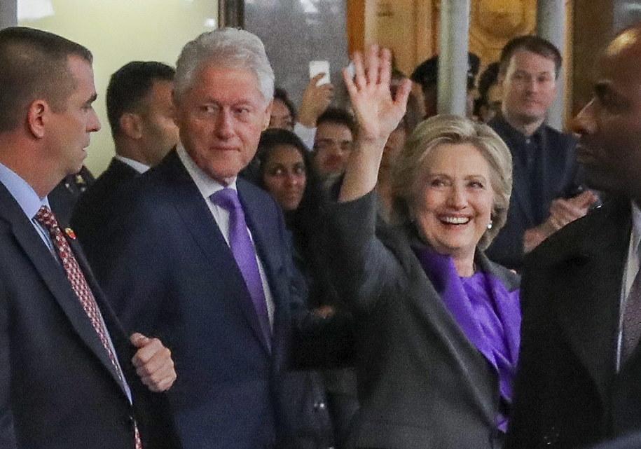 Bill Clinton i Hillary Clinton /ANDREW GOMBERT /PAP/EPA