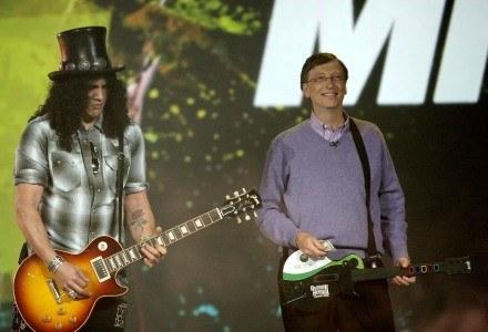 Bill Gates i Slash grają w Guitar Hero 3 - CES 2008. Dla jednego z nich był to ostatni występ. /AFP