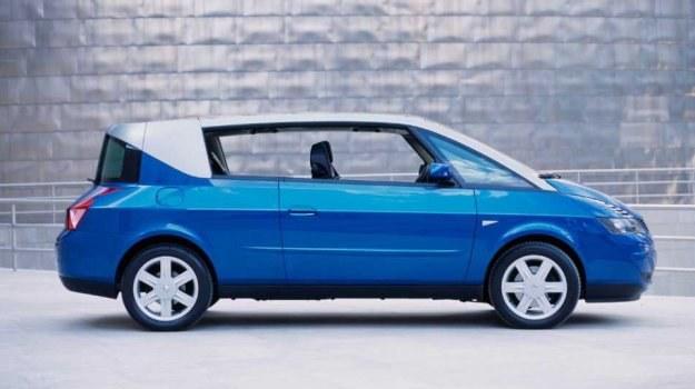 Biorąc pod uwagę gatunek samochodu, jest to jednobryłowe kombi-coupe. Seryjnie stosowane są opony 225/55 R16, ale w opcji przewidziano też 235/50 R17. /Renault