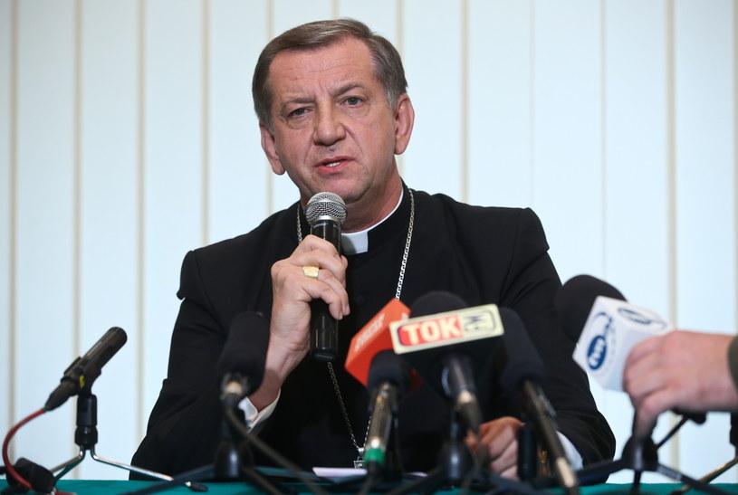 Biskup polowy Wojska Polskiego Józef Guzdek, podczas konferencji prasowej w kurii polowej. /Rafał Guz /PAP