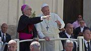 """Biskup """"przekroczył granice"""". Ostra krytyka po wypowiedzi o haremie"""
