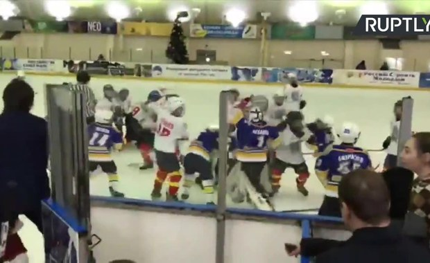 Bitwa na lodzie. Młodzi hokeiści z Rosji zakończyli mecz starciem na pięści