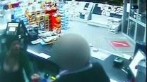 Biuściasta kobieta napadła na stację benzynową