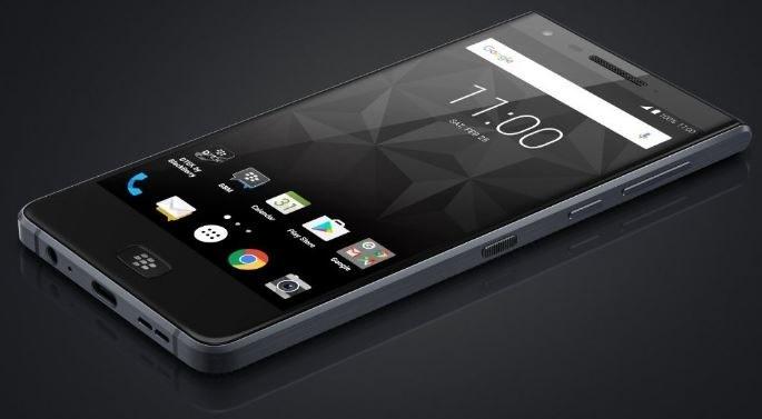 Blackberry na dobre zaprzyjaźniło się z Androidem /Twitter (@evleaks) /Internet