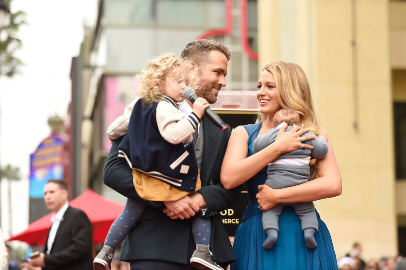 Blake Lively i Ryan Reynolds z dziećmi /Getty Images
