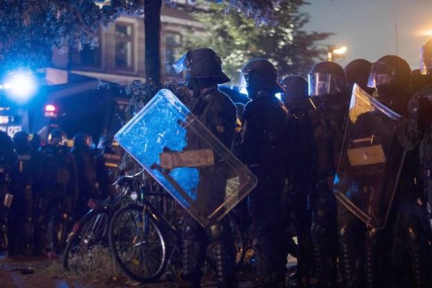 Blisko 500 policjantów rannych po starciach w Hamburgu