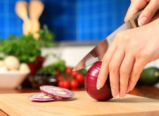 Blogerzy przekonują, że gotowanie jest łatwe /123RF/PICSEL