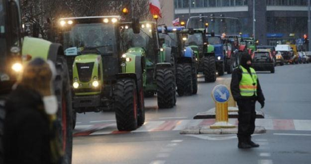 Blokady dróg krajowych planują rolnicy z kilku regionów, fot. Marcin Bielecki /PAP