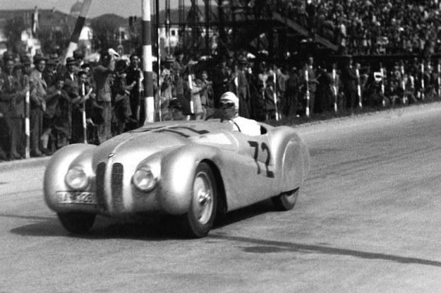 BMW 328 podczas wyścigu w 1940 roku /
