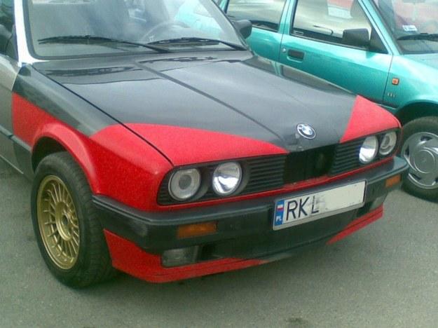 BMW w barwach wojennych.