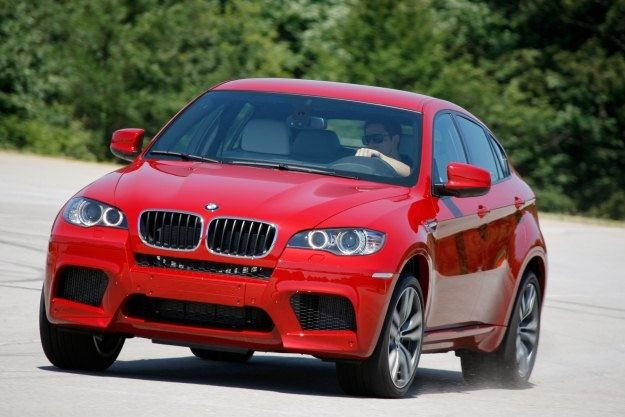 BMW X6 M. Czy takie auto może palić mało? /