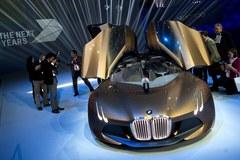 BMW zaprezentowało samochód przyszłości. Ma na przedniej szybie wyświetlacz HUD