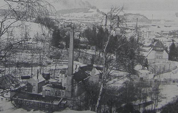 Boberhaus i fabryka chemiczna przed jej wybuchem w lutym 1945 r. /Odkrywca