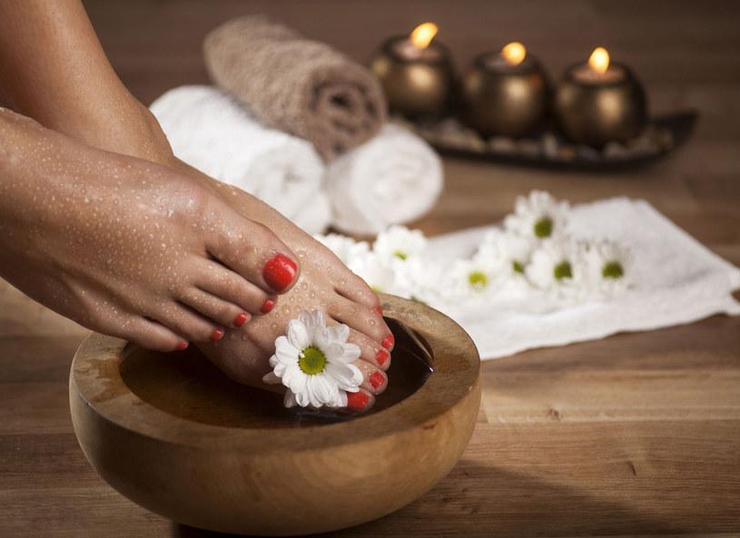 Bogata w mikro- i makroelementy sól morska wpłynie oczyszczająco i odżywczo na skórę oraz paznokcie /Picsel /123RF/PICSEL