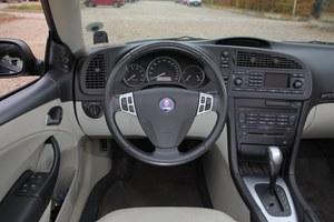 Bogato wyposażone wnętrze – auto ma wielofunkcyjną kierownicę, komputer, a także klimatyzację dwustrefową. Jest ona wyjątkowo wydajna. /Motor