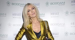 Bogna Sworowska w złotym garniturze