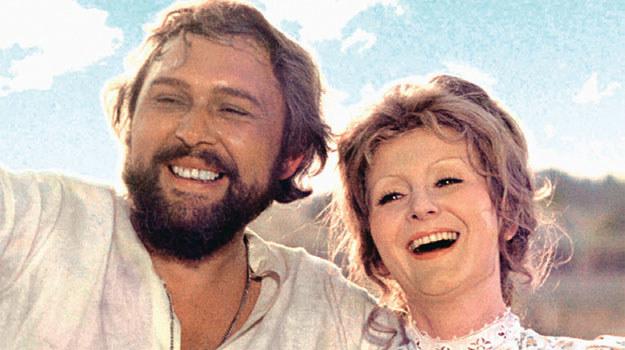 Bogumił i Barbara: Początkowo małżeństwo z rozsądku. On pracowity idealista, ona neurotyczna poszukiwaczka wielkiej miłości /Świat Seriali
