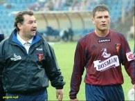 Bogusława Baniaka (z lewej) w polskim futbolu nic nie dziwi /pogon.v.pl