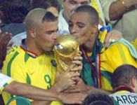 Bohater roku - Ronaldo całuje Puchar Swiata
