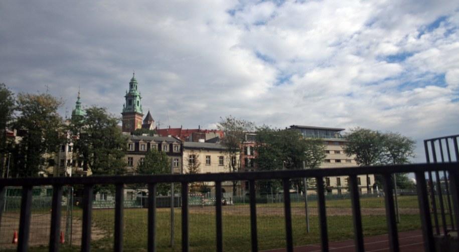 Boisko na Placu na Groblach. W tle Wawel /Maciej Nycz /RMF FM