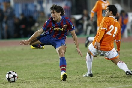 Bojan Krkic (z lewej) zdobył dla Barcelony jedynego gola w meczu z Kazma Sporting. /AFP