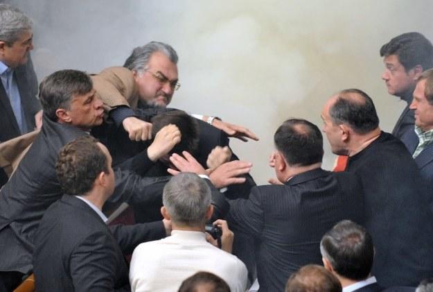 Bójka w ukraińskim parlamencie /AFP
