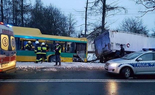 Bojszowy: Zderzenie ciężarówki z autobusem, 8 osób rannych