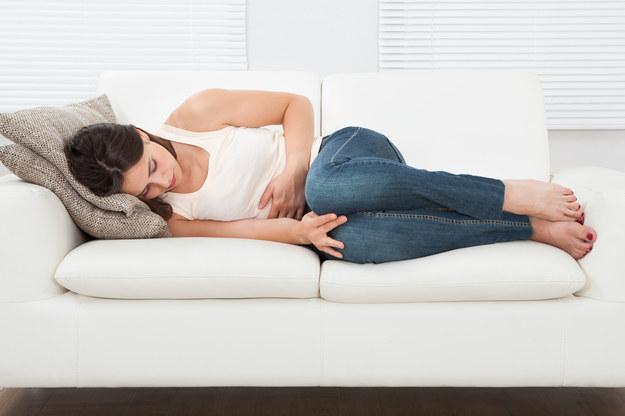 Ból brzucha może mieć podłoże psychologiczne /123/RF PICSEL