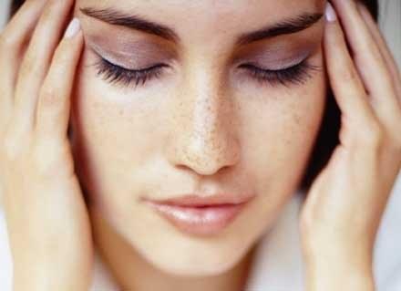 Ból głowy należy leczyć, biorąc pod uwagę jego przyczynę. /INTERIA.PL