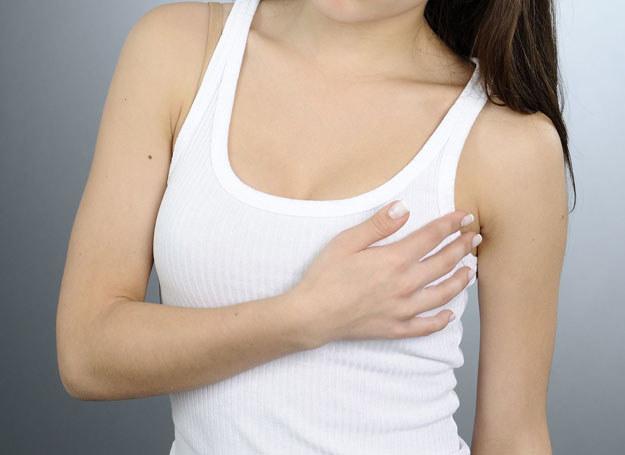 Ból piersi nie musi oznaczać choroby /123RF/PICSEL