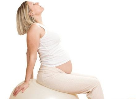 Ból porodowy jest spowodowany skurczaniem się i rozkurczaniem mięśni macicy /© Panthermedia