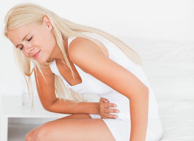 Ból żołądka może mieć wiele przyczyn /123RF/PICSEL