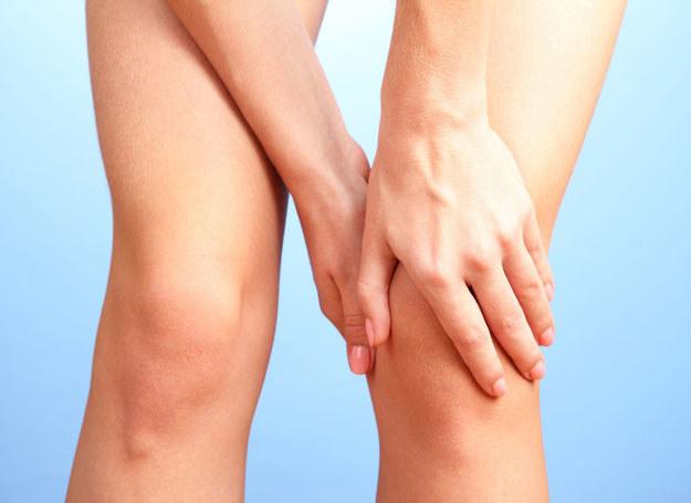 Bolą cię nogi? Zdecyduj się na małoinwazyjną metodę leczenia /©123RF/PICSEL