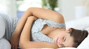 Bóle w podbrzuszu: O czym mogą świadczyć i jak je złagodzić